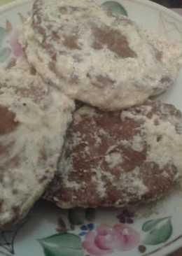 Оладьи из куриной печени тушеные в сметане