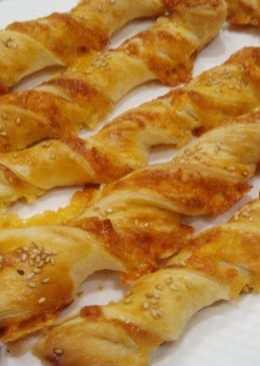 Сырные палочки из слоеного теста - вкусная и быстрая закуска