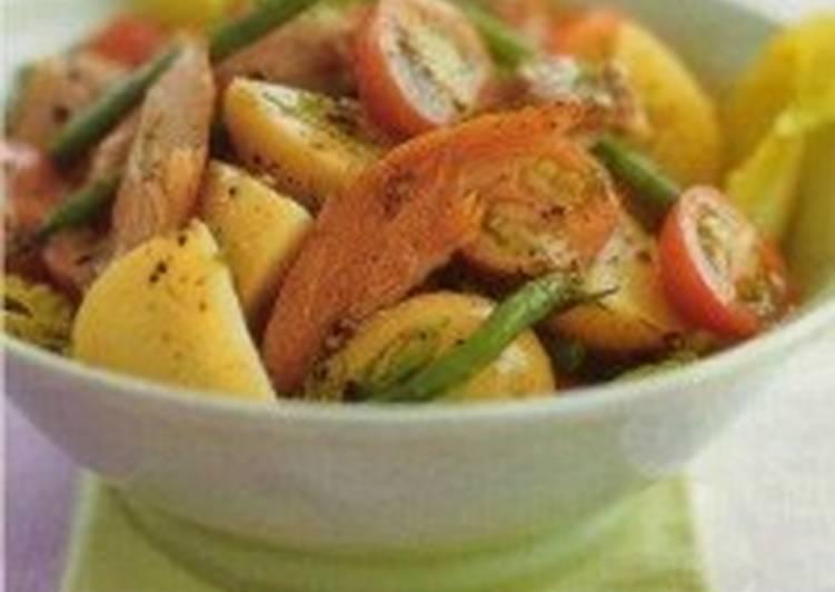 Салат с копченой скумбрией и зеленой фасолью