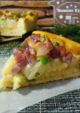 Открытый пирог с картофелем, копченой колбасой и сыром