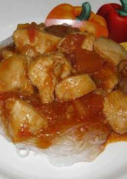 Фунчоза с куриной грудкой в остром кисло-сладком соусе