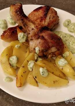 Курица с картофелем и соусом из йогурта, кунжутных семечек и лимона и чеснока