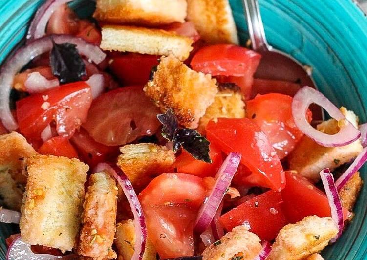 Панцанелла - классический итальянский салат с хлебом