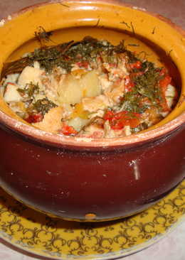Картофель с курицей в горшочках