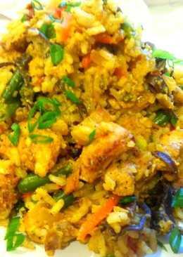 Рис жареный с курицей по -китайски
