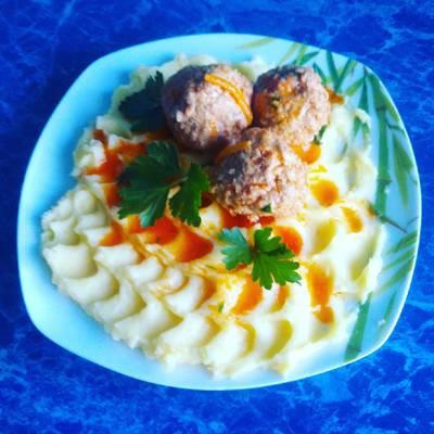 Картошка пюре с тефтелями