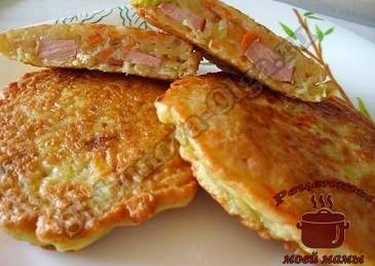 Оладьи из кабачков с сосисками