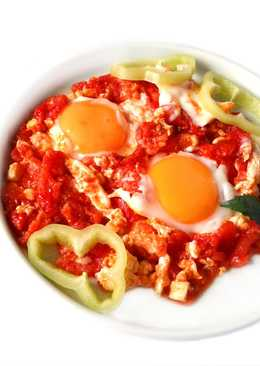Яичница – глазунья на помидорах