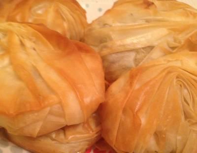Воздушные пирожки с мясом и грибами