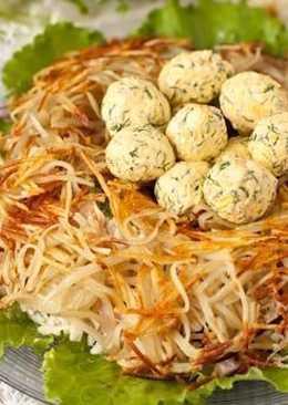 """Салат """"Гнездо глухаря"""" - вкусное, оригинальное блюдо станет отличным украшением для любого праздника"""