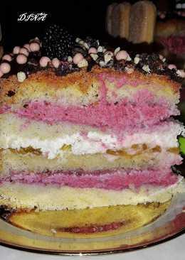 Бисквитный торт с ягодным кремом и взбитыми сливками