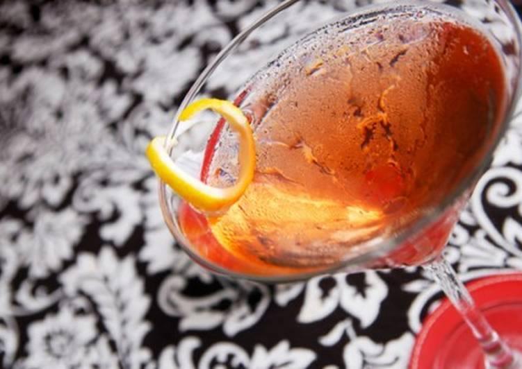 Коктейль «Бум-бум» из шампанского, рома и вермута