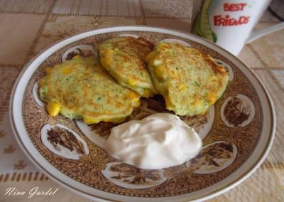 Оладьи из кукурузы и кабачка к завтраку