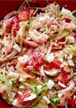 Салат с креветками и маринованным луком