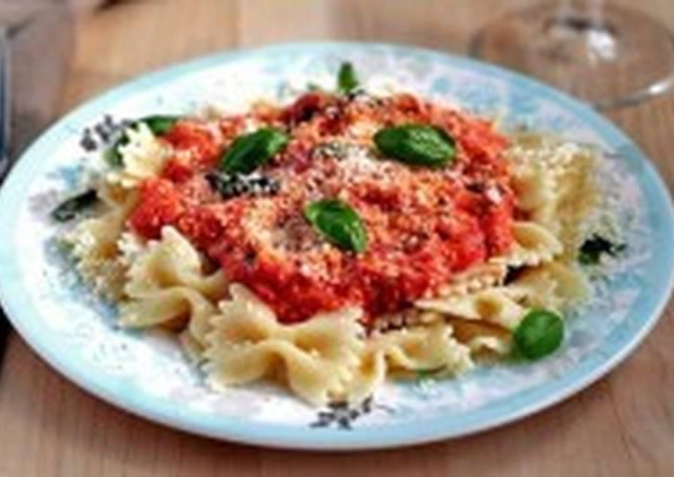 Макароны под томатно-сырным соусом