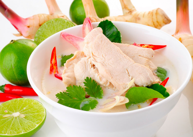 «Том кха гай» - куриный суп по-тайски
