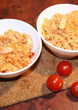 Морепродукты с коричневым рисом в томатном соке
