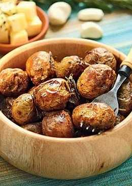 Запеченный в духовке картофель с чесноком и розмарином