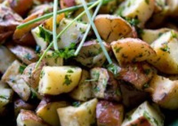 Салат из молодой картошки, шампиньонов и зелёного горошка