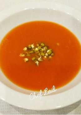 Томатный суп-пюре с ростками маша