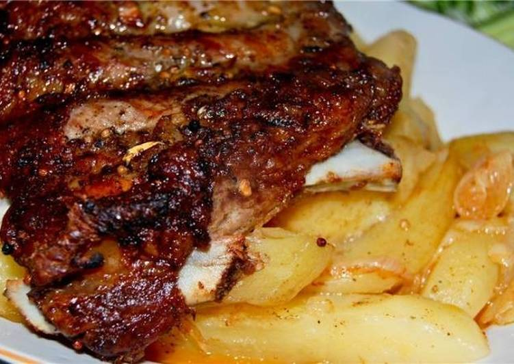 Свиные ребра с картошкой в духовке
