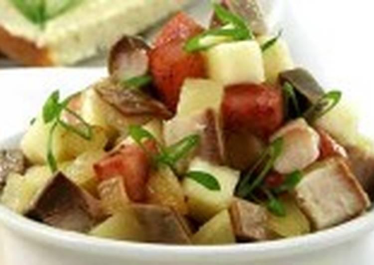 Салат из трески (или морского окуня) горячего копчения с яблоком