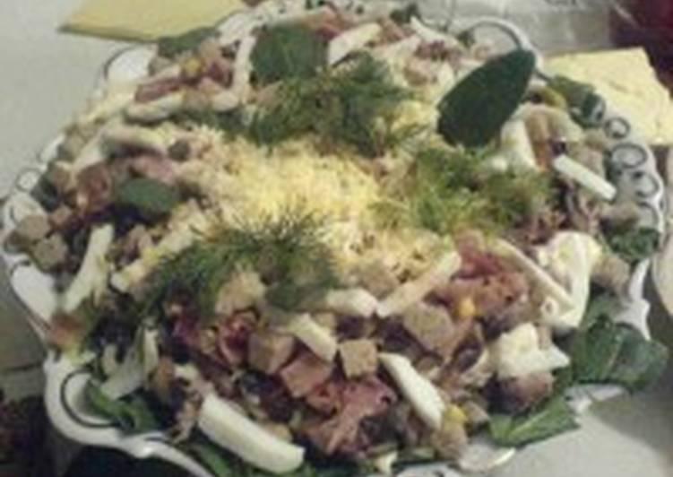 Салат со шпинатом, тунцом, беконом