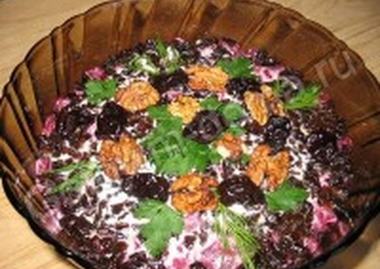 Салат из свеклы и редьки с черносливом