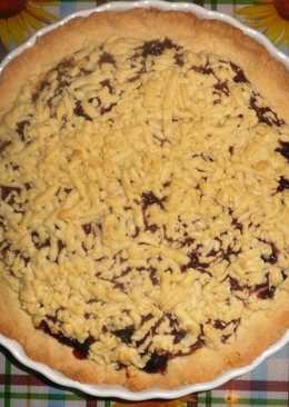 Тёртый пирог с творожной массой и вишней