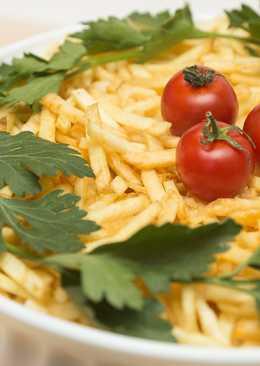 Слоеный салат с грибами, куриным филе и картошечкой фри
