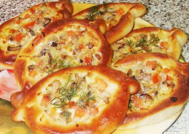 Пирожки с сыром и грибами