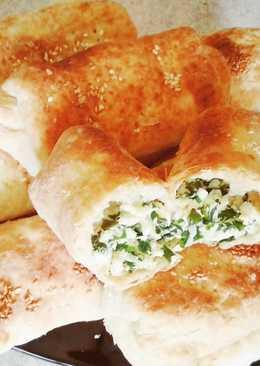 Слоеные пирожки с луком и яйцом