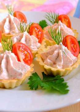 Крабово-творожная закуска с чесноком и укропом в тарталетках