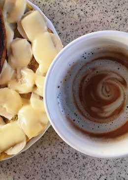 Овсяноблин с сыром, арахисовой пастой и бананом