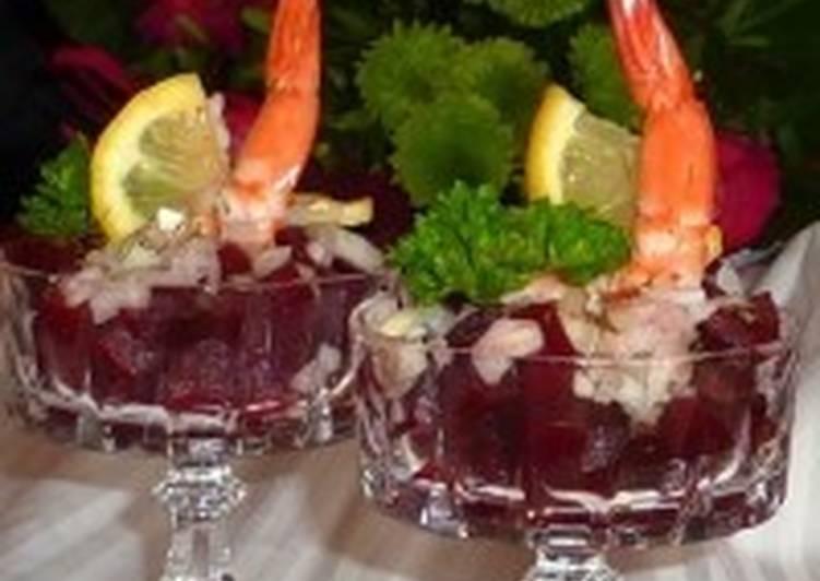 Салат новогодний в бокалах «Свекольный с креветкой»