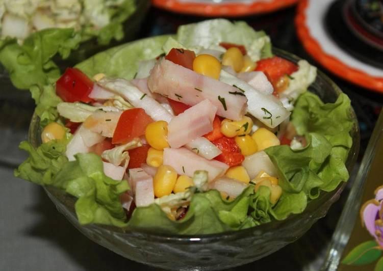 Вкусный салат c пекинской капустой, кукурузой и ветчиной без майонеза