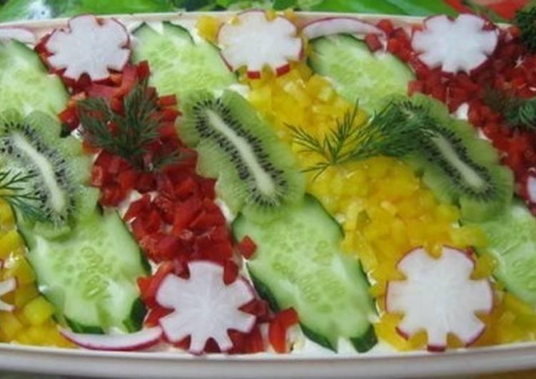 Новогодний салат «Морские акварели» с креветками и овощами