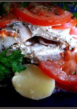 Рыба на овощной подушке, со сметаной, запеченная в фольге