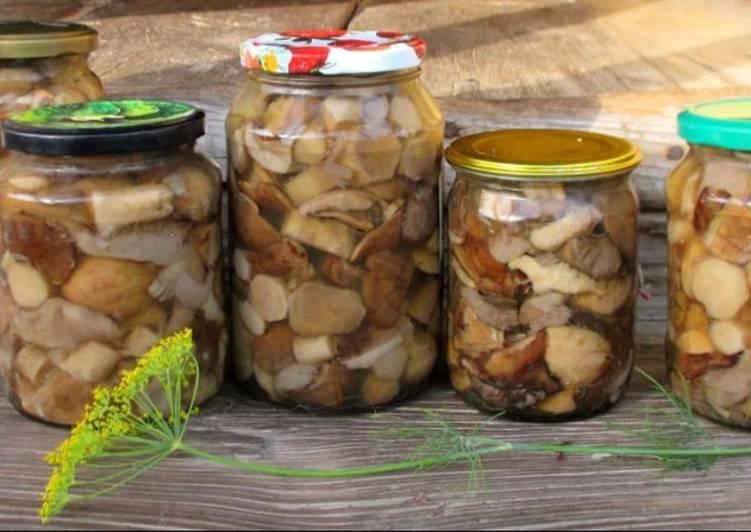 Маринованные белые грибы в банке