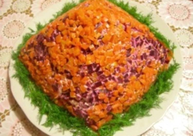 Салат новогодний со шпротами «Пирамида»