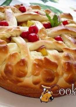 Пирог со сливами, персиками и нектаринами