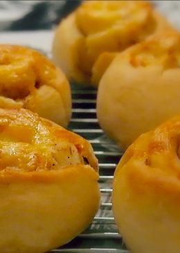 Дрожжевые булочки с чесноком и сыром к Новогоднему столу