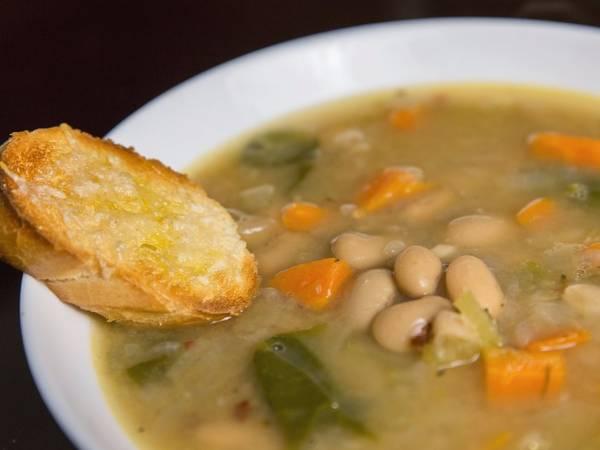 Простой быстрый фасолевый суп