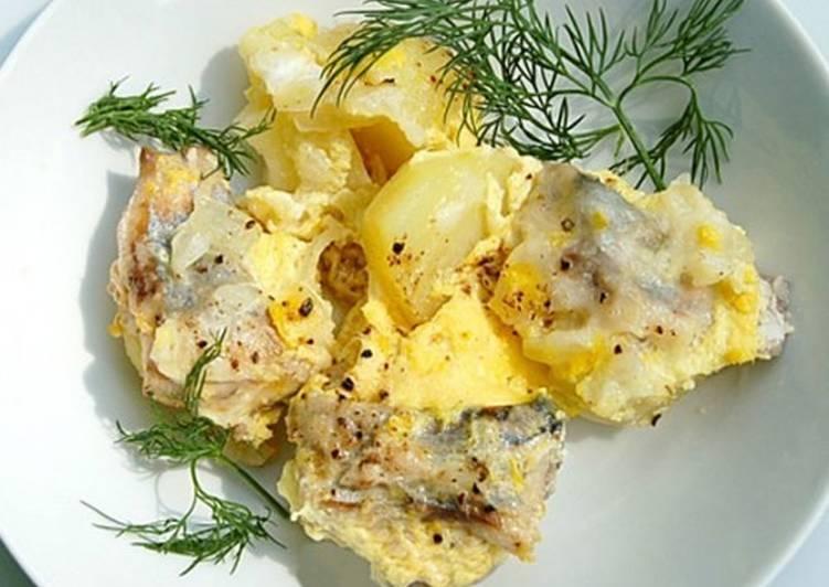 Скумбрия (ставрида), запеченная с картофелем и молоком