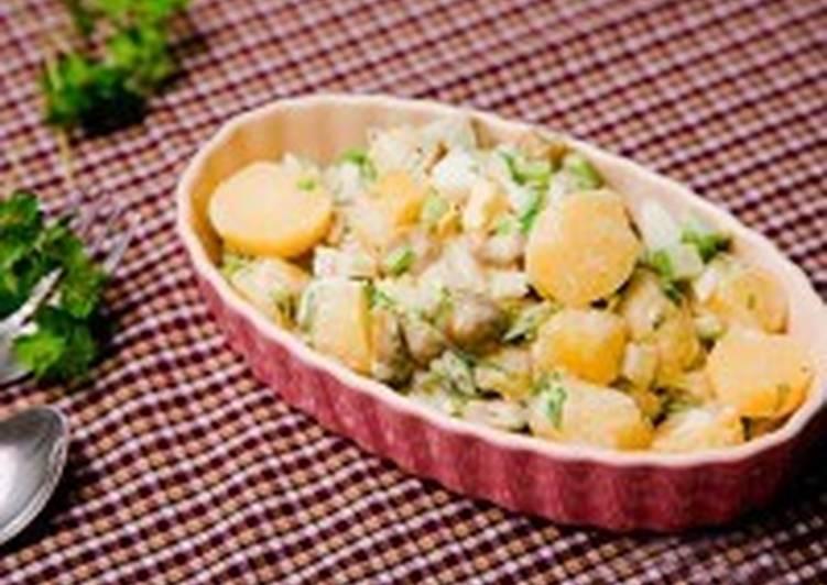 Салат картофельный с оливками и сельдереем