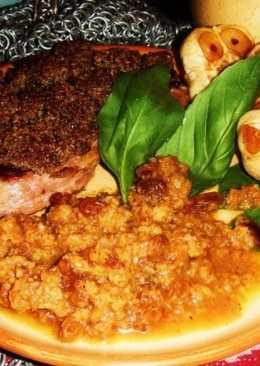 Антрекот с коньячным соусом под хлебной коркой