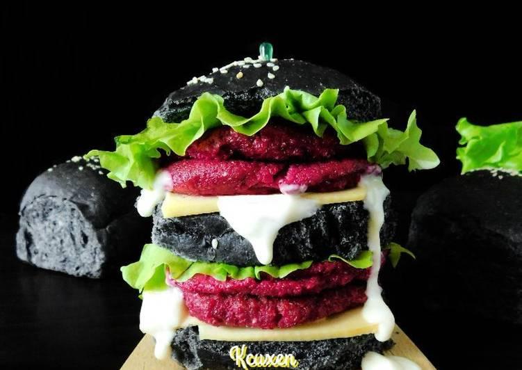 Чёрный бургер со свекольной котлетой