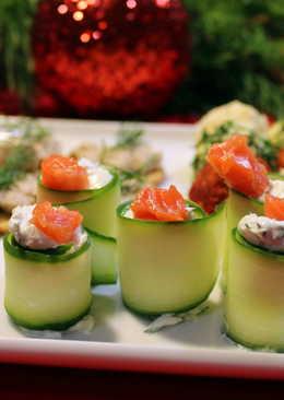 Рулетики с лососем, огурцом и творожным сыром