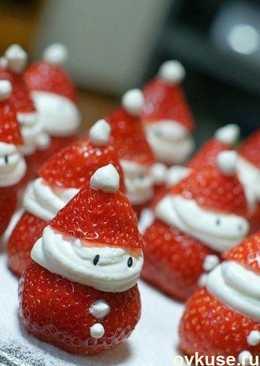 """Новогодняя идея Десерт """"Нашествие клубничных Санта-Клаусов"""""""