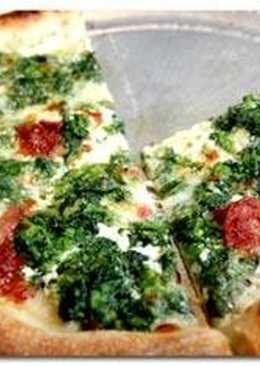 Пицца с творогом и помидорами